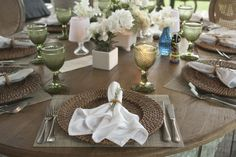 copos bico de jaca, mesa sem toalha