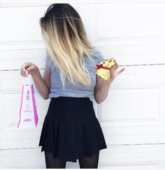 Image de youtube, instagram, and youtubeuse Emma Verde, Tennis Skirts, We Heart It, Skater Skirt, Mini Skirts, Poses, Instagram, Youtube, How To Wear