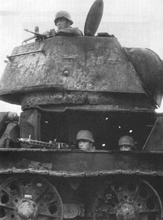 German MG crew hiding in destroyed soviet tank
