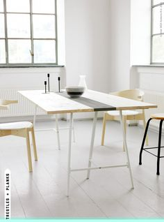 diy table top with Ikea vika lerberg trestle legs (on livet hemma).Ikea is a DIY-ers paradise, everything is waiting to be customized Table En Bois Diy, Diy Table Top, Table Ikea, Diy Dining Table, Wood Table, Table Stools, Dining Rooms, Dining Area, Diy Furniture