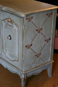 Vintage Furniture Beautiful muted blue Stenciled and Painted Furniture piece using the French Bee Trellis Furniture Stencils from Royal Design Studio. Chalk Paint Furniture, Hand Painted Furniture, Refurbished Furniture, Repurposed Furniture, Shabby Chic Furniture, Furniture Projects, Furniture Makeover, Vintage Furniture, Furniture Design