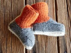 babysticka Knitted Animals, Knitted Hats, Baby Booties, Baby Shoes, Baby Barn, Baby Knitting Patterns, Fingerless Gloves, Arm Warmers, Knit Crochet