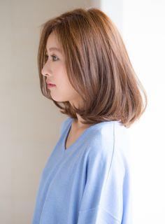 ~どんな方にオススメか~ 朝時間のない方、スタイリングが簡単な髪型が希望の方。 会社でも好感度の高いスタイルにしたい方。ツヤ感のあるスタイルにしたい方にオススメです。~カラー&パーマ~カラーはツヤ感と柔らかさが出やすいように、8トーンのクリアベージュで染めていきます。 髪質が硬めの方は、全体にゆるめにパーマをかけていくとスタイリングがしやすくなります。パーマは髪質を見させていただいてからご相談させて頂きます