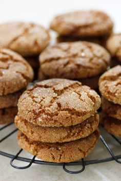 Getting ready for Christmas and making tons of cookies! Here's my soft gingersnap cookies ♥ : Baking Potluck Desserts, Easy Desserts, Dessert Recipes, Halloween Desserts, Soft Gingersnap Cookies, Oreo, Baking Recipes, Cookie Recipes, Ginger Snap Cookies