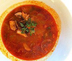 Zutaten für 4 Portionen 2 Tomaten 2 EL Tomatenmark 1 Lorbeerblatt 2 Paprika (1 rot, 1 grün) Salz, Pfeffer aus der Mühle 700 g Fisch ...