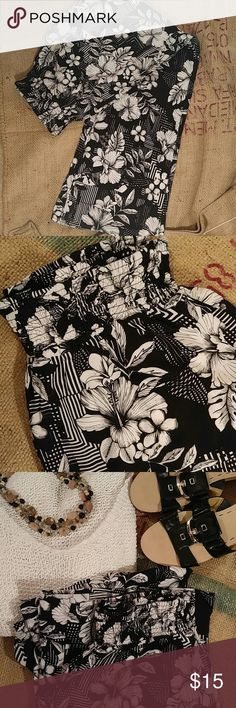 """{SALE} 🇺🇸 Cool B&W floral graphic pants So cute and super light weight and comfy. Perfect for casual wear or beach or travel.  These have about a wide (2 3/4"""") smocked elastic waist.  Hibiscus flowers 🌸🌺🌾🌼 on black background, with some graphic lines which add contrast and visual interest. Fabric is rayon, which is soft and flowy. Size 1X.  Hip measurement 48"""".  Bundle & $ave! 🌸💲😎  ~ Check out my summer promo  ~ Free item with Purchase I'm in love with DEREK Pants"""