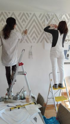23 Clever DIY Christmas Decoration Ideas By Crafty Panda Wall Painting Decor, Wall Decor, Bedroom Wall, Diy Bedroom Decor, Painters Tape Design, Wall Stencil Patterns, Creative Walls, Room Paint, Interior Design Living Room