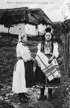 Toto sa už len tak nevidí - fotografie dievčat z hontianskej obce Cerovo v tzv. kónickych partách sú veľmi vzácne. Party nosili ešte na prelome 19. a 20. storočia a do prvej svetovej vojny postupne ich nosenie zaniklo... Folk Costume, Costume Dress, European Dress, Folk Clothing, Old Folks, Folk Embroidery, Folk Music, Interesting History, Eastern Europe