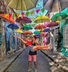 El variopinto de sus calles, su arquitectura colonial y el ambiente festivo de Getsemaní lo hace un sitio inigualable. ¿Qué tal un paseo por este icónico y mágico lugar de Cartagena? ¡Anímante a viajar! Foto Gracias a: @joapauloguevara Trip To Colombia, Visit Colombia, Colombia Travel, London Photography, Travel Photography, Travel Pictures, Travel Photos, Beach Tumblr, Colombian Culture