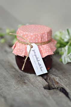 Jam favour and stationery by Sunshine & Confetti. Photography: B.Wed Photography