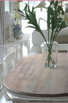 Eleven Ways To Update and Makeover An Outdated Or Damaged Dining Table The post Eleven Ways To Update and Makeover An Outdated Or Damaged Dining Table appeared first on Esstisch ideen. Oval Kitchen Table, Painted Kitchen Tables, Oval Table, Dinning Room Tables, Wooden Dining Tables, Dining Room Sets, Dining Chairs, Dining Table Makeover, Mahogany Dining Table