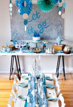 Nice back drop Frozen Birthday Party, Frozen Party Table, Disney Frozen Party, Birthday Party Tables, Disney Princess Party, 2nd Birthday Parties, Birthday Fun, Birthday Ideas, Winter Party Themes