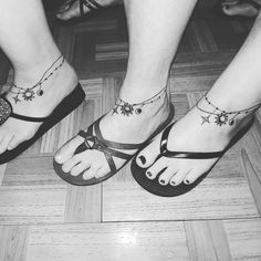 Station a boho-luxe look using our anklets – the ideal way to bring your ornament compilation to a higher level. Charm Anklet Tattoo, Tattoo Bracelet, Mother Daughter Tattoos, Tattoos For Daughters, Foot Tattoos, Body Art Tattoos, Ankle Tattoos, Tatoos, Anklet Tattoos For Women