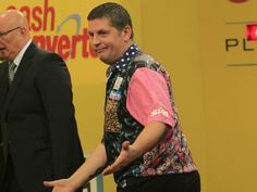 Gary Anderson goes out wondering why he is wearing that shirt. Darts Game, Professional Darts, Arrows, Going Out, Website, Sports, How To Wear, Fashion, Moda