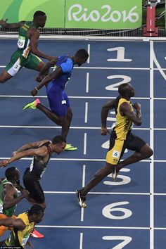Jamaica's Usain Bolt crosses the finish line ahead of USA's Justin Gatlin to win… Sports Day, World Of Sports, Usain Bolt Quotes, Justin Gatlin, Track Meet, Athletic Events, Pole Vault, Discipline, Olympic Athletes