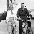 President Ronald Reagan and his first wife, Jane Wyman, out on a bike ride Golden Age Of Hollywood, Classic Hollywood, Old Hollywood, Jane Wyman, President Ronald Reagan, Classic Movie Stars, Bike Rider, Bike Style, American Presidents