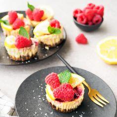 Gezonde mini cheesecakes - Leuke recepten Omelet, Mini Cheesecakes, Tapas, Baking, Desserts, Food, Anna, Mushroom, Omelette