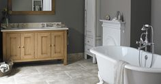 For a classic and elegant bathroom, choose the Flow bath, bastide furniture and Villamonte floor tiles...