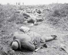19 Mayıs taarruzunda şehit olup savaş alanında ortada kalan ve 24 Mayıs ateşkesinde defnedilen şehitler