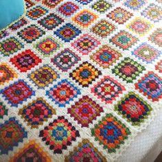 kare motifli örgü battaniye modeli