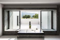 Casa patio, es una vivienda familiar ubicada en Shiga, Japón, un área caracterizada por su desacelerado ritmo. Esta cualidad resulta…