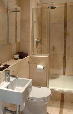 Bézs és barna kis alaterületű fürdőszoba