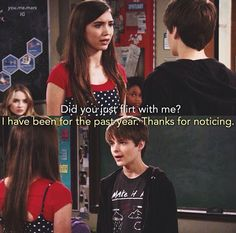 Look at Mia in the corner Funny Disney Memes, Disney Jokes, Crazy Funny Memes, Disney Fun, Funny Boy, Disney Style, Riley Matthews, Riley And Farkle, Old Disney Shows