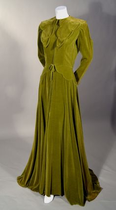 ~1940S LUXURIOUS VINTAGE OLIVE GREEN FULL LENGTH MAISON MENDESSOLLE VELVET ROBE~