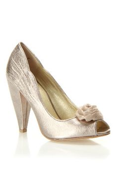 pretty silver pumps with a vintage feel