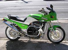 Kawasaki GPz900R by Auto Magic