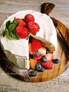 ♡市販のスポンジde簡単華やか♡ 苺のサプライズケーキ