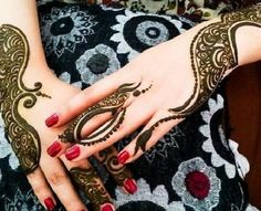 New Beautiful and Hot Mehndi Designs. Mehndi designs are considered the hottest trend in Women Fashion Industry around the world. Eid Mehndi Designs, Wedding Mehndi Designs, Latest Mehndi Designs, Beautiful Mehndi Design, Arabic Mehndi, Wedding Girl, Henna Patterns, Henna Art, Mehendi