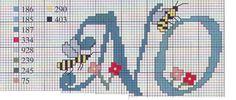 Monogramas em Ponto Cruz com abelhinhas