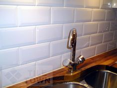 Metro White Kitchen Wall Tile. This range of kitchen wall tiles has a Gloss finish, with a bevelled edge and would compliment a host of kitchen designs. Brick effect tiles are becoming more and more popular giving a contemporary feel to any kitchen.
