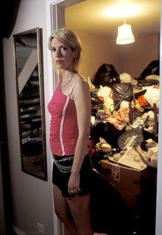 Jill (Julia Davis) in 'Nighty Night' Julia Davis, Funny Bones, Funny Girls, Nighty Night, Weird And Wonderful, Girl Humor, Lantern, Haircuts, Comedy