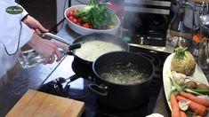 Spaghetti in Pilz Sahnesoße Kochvideos Pasta Rezepte  Zutaten Spaghetti in Pilz Sahnesoße  320 g dünne Spaghetti 250 g Champignons 1 Knoblauchzehe 300 ml Sahne 100 ml Weißwein 1/4 Bund Petersilie 20 g Butter 1 Prise Salz  1 Prise Pfeffer  www.villa-martha.de