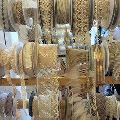Vanillia Laces http://www.lamercerieparisienne.com/fr/86-dentelles-et-guipures