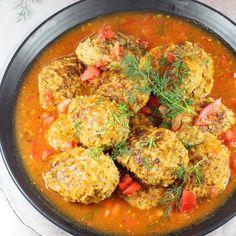 Niesamowicie pyszne i zadziwiające proste w przygotowaniu. Zapraszam po mój super przepis na gołąbki bez zawijania. To świetny pomysł na obiad dla tych co lubią urozmaicenie i nie lubią zawijać gołąbków. Curry, Dishes, Baking, Ethnic Recipes, Food, Kitchens, Easy Meals, Food And Drinks, Bakken