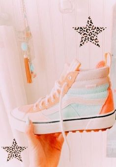 Jordan Shoes Girls, Girls Shoes, Aesthetic Shoes, Aesthetic Clothes, Cute Sneakers, Hype Shoes, Fresh Shoes, Just Peachy, Pretty Shoes