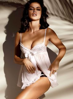 Pretty Celebrities Photos: Adriana Lima at Victoria's Secret Lingerie Photoshoot Victoria Secret Dessous, Adriana Lima Victoria Secret, Victoria Secret Lingerie, Victorias Secret Models, Lingerie Photos, Hot Lingerie, Bridal Lingerie, Lingerie Models, Gorgeous Lingerie