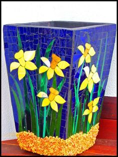 Glass and Ceramic Mosaics Mosaic Planters, Mosaic Garden Art, Mosaic Vase, Mosaic Flower Pots, Mirror Mosaic, Mosaic Diy, Mosaic Crafts, Mosaic Projects, Mosaic Tiles