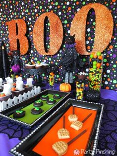 If I ever had a Halloween party it would look something like this... everything matching! Oh and GLITTER!