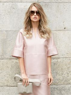burda style, Schnittmuster - Diese edle Bluse ist pur und schnörkellos mit ihren geraden Linien und Kimonoärmeln.