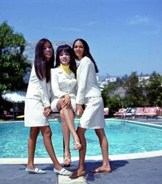 Nedra Talley, of the Ronettes, turns 70 today - she was born in 1946 -- L-R Estelle Bennett, Ronnie Bennett Spector, Nedra Talley - The Ronettes around 1965 The Ronettes, Ronnie Spector, Old School Music, Fantasy Island, S Girls, Old Hollywood, Girl Group, Cool Girl, Fangirl