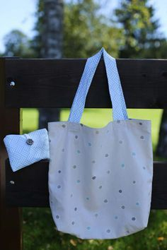 """""""I do not need a bag, thanks"""" - A tutorial for a handbag shopping bag Reusable Shopping Bags, Reusable Tote Bags, Denim Bag, Quilted Bag, Textiles, Baby Accessories, My Bags, Sewing Tutorials, Sewing Hacks"""