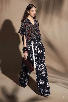 Michael Kors OFF!>> Michael Kors Collection Resort 2018 Fashion Show Collection Fashion 2018, Fashion Week, New York Fashion, Look Fashion, Runway Fashion, Fashion Dresses, Womens Fashion, Fashion Trends, Sac Michael Kors