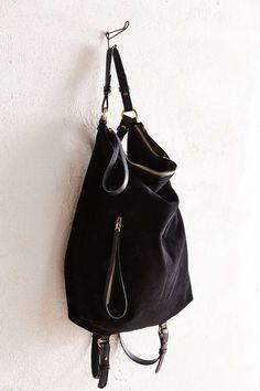 *URBAN OUTFITTERS - KIMCHI BLUE    Convertible black backpack shoulder bag   Mochila negra convertible en bandolera