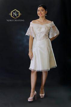 Source by jewelmaecadiz dress Modern Filipiniana Gown, Filipiniana Wedding Theme, Barong Tagalog For Women, Filipino Fashion, Vogue, Silk Organza, Filipina, Traditional Dresses, Bridesmaid Dresses