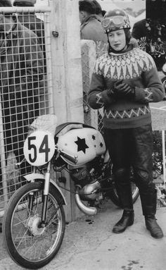 Beryl Swain the first female to race on the Isle of Man TT Circuit in 1962 another awesome racing chick pioneer! Vespa, Biker Chick, Biker Girl, Lady Biker, Vintage Bikes, Vintage Motorcycles, Vintage Cafe, Custom Motorcycles, Valentino Rossi