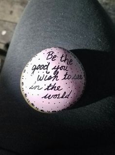 Be the good Rock Painting Patterns, Rock Painting Ideas Easy, Small Acts Of Kindness, Kindness Rocks, Stone Crafts, Rock Crafts, Energy Bus, Stone Art Painting, Inspirational Rocks
